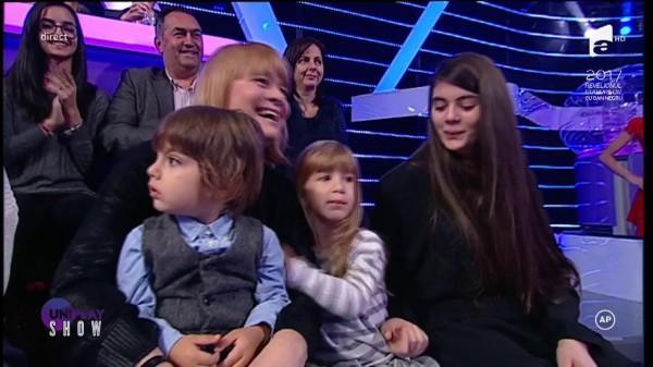 """Horia Brenciu și-a prezentat fiul în prima ediție a emisiunii Uniplay la Antena 1: """"Dumnezeu este mare și ne-a dat acest dar minunat"""""""
