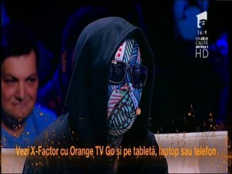 """Letiția Roman, talent pur la 14 ani! Un alt şoc la X Factor oferit de Carla's: """"O vei da la o parte pe prietena ta. Ridic-o de pe scaun dacă vrei să rămâi"""""""