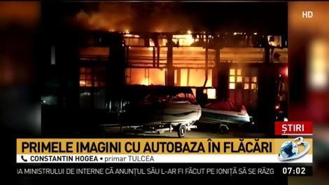 Incendiu violent la societatea de transport public din Tulcea. 15 autobuze s-au făcut scrum. Nouă autospeciale la fața locului!