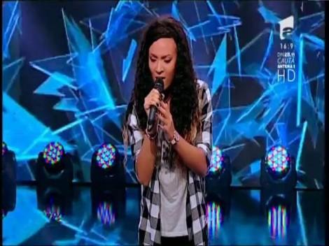"""Enrica Tara, italianca specială. A venit la X Factor cu un scop precis: să îşi schimbe viaţa. Carla's: """"O să te ajut să fie aşa"""""""