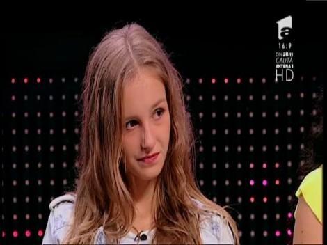 """Fata cu vocea """"pe bigudiuri"""" i-a dat pe spate pe juraţi! Izabela Simion, moment de excepţie la X Factor. """"Never Forget You"""", variantă specială: """"A fost enervant de bine"""""""
