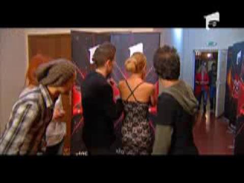 trupa T&L felicitata de concurentii X Factor