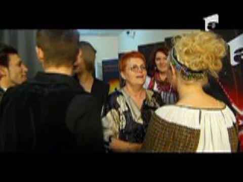 finalistii X Factor felicitati in culise