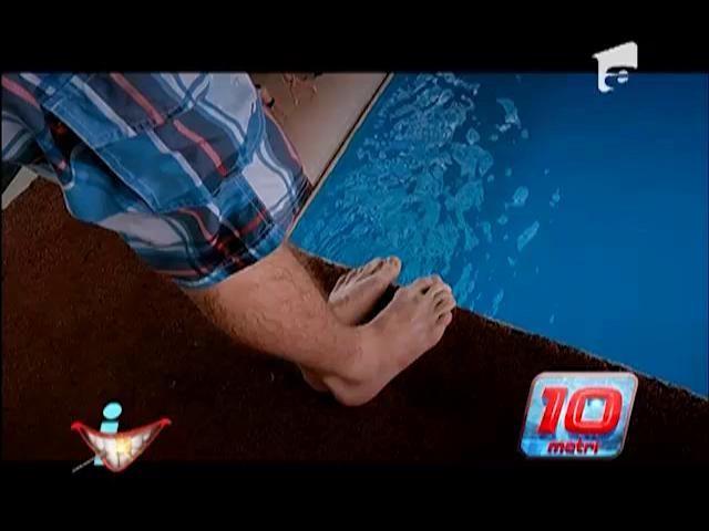 Provocare pentru Mikey Hash! A sărit în bazin de la zece metri înălțime