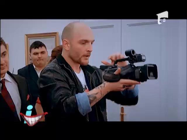 El este cameramanul pe care SIGUR nu l-ai vrea la nunta ta