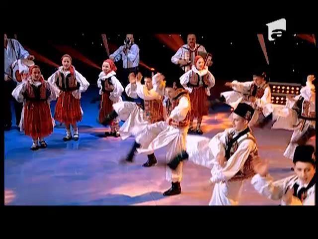 """Dans: Ansamblul Zestrea Budurești pe scena """"România Dansează"""""""