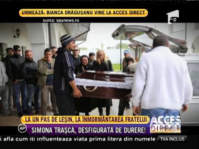 Simona Trască, la un pas de leşin la înmormântarea fratelui