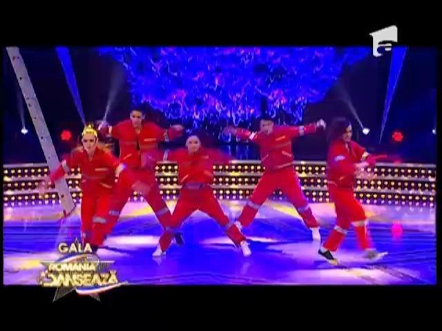 Dansul trupei Jinx