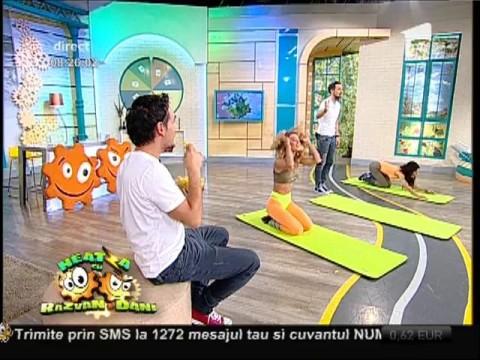"""Flavia şi Miruna, exerciții fizice sub supravegherea """"instructorului"""" Dani"""