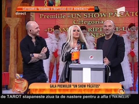 """Gala Premiilor Un Show Păcătos! Kennya, premiul I la categoria """"Doamna striptease-ului românesc"""""""