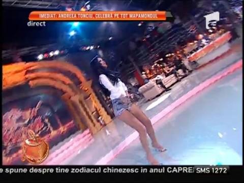 Daniela Crudu, super sexy! Pantaloni extrem de scurţi şi mişcări lascive!