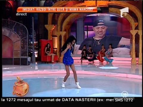 Transsexualul Delia a dansat pentru Nicolae Guţă!