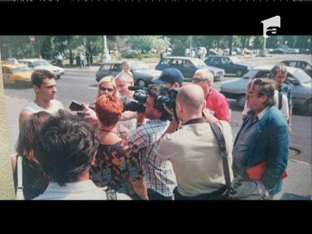 Cum protesta Mircea Badea în 2003