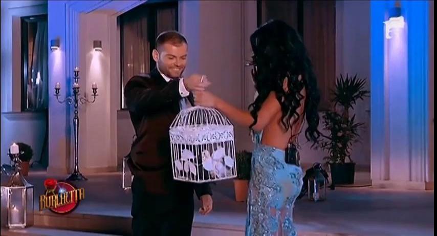 Daniela Crudu primeşte doi porumbei