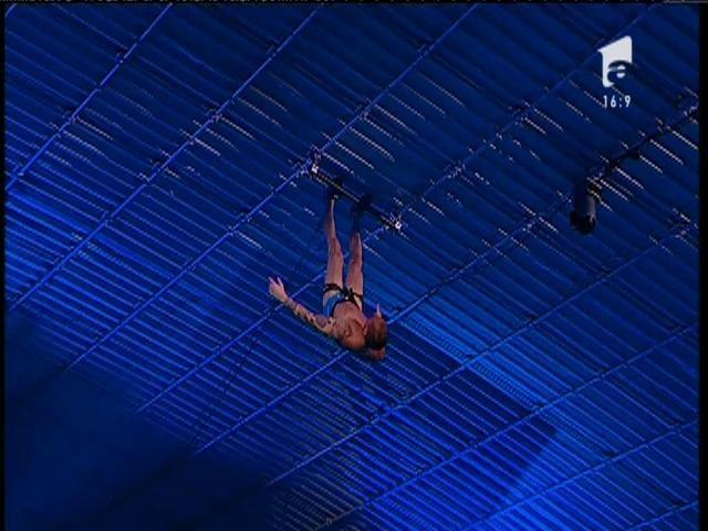FE-NO-ME-NAL!!! Vladimir Drăghia, stăpânul bazinelor, regele săriturilor! O execuţie minunată, în Marea Finală