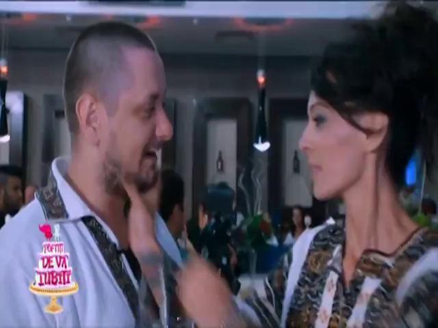 L-a sărutat cu patos pe Octavian! Cosmina Păsărin s-a dezlănțuit și l-a buimăcit total pe actor!