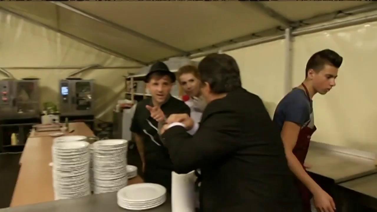 Chef Sorin Bontea pregătește toate bunătățile pe care le vor savura mirii și invitații lor