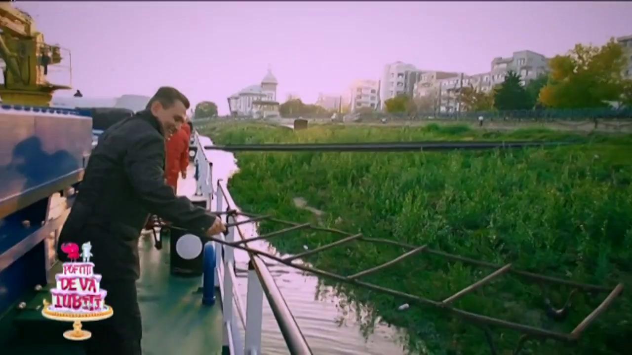Daniel Iordăchioae și Dan Helciug, puși la curăţenie pe puntea unui vas!
