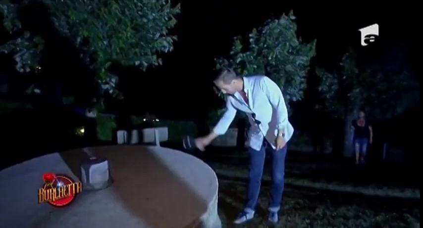 Valentin a întrerupt brusc cina romantică dintre Burlăciţa şi Lucian