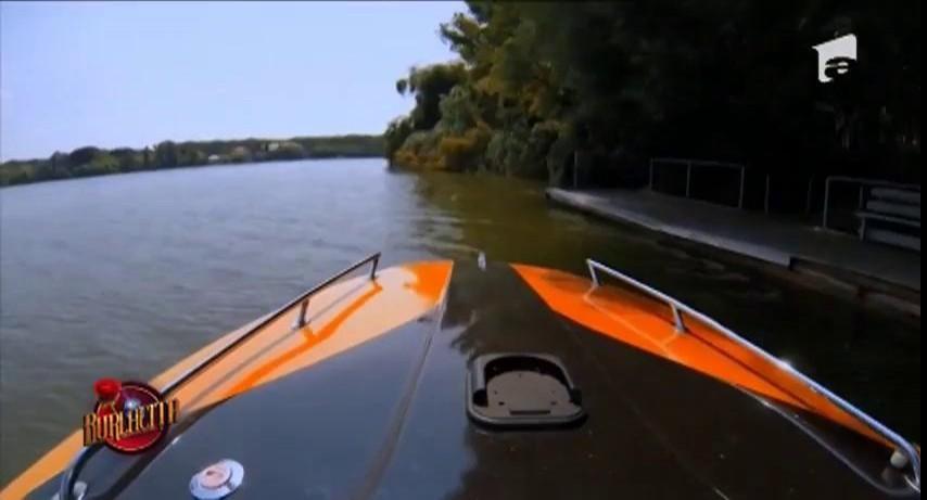 Plimbare romantică cu barca între Daniela Crudu și Pietro
