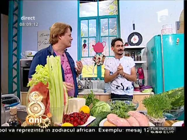 """""""Salată cool"""", un deliciu de vară! Combinaţie interesantă de fructe cu piept de pui şi telemea"""
