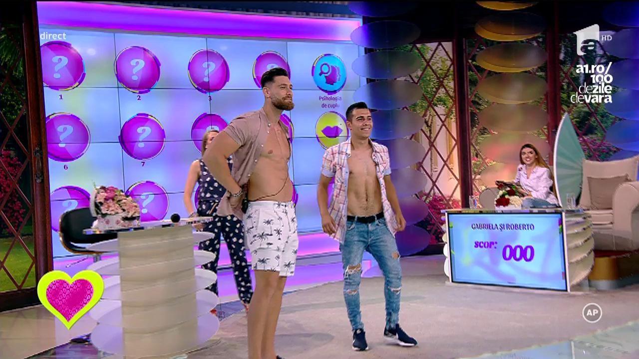 Robert, la bustul gol, în timpul emisiunii! Ispita și-a comparat abdomenul plin de pătrățele cu cel al unui concurent