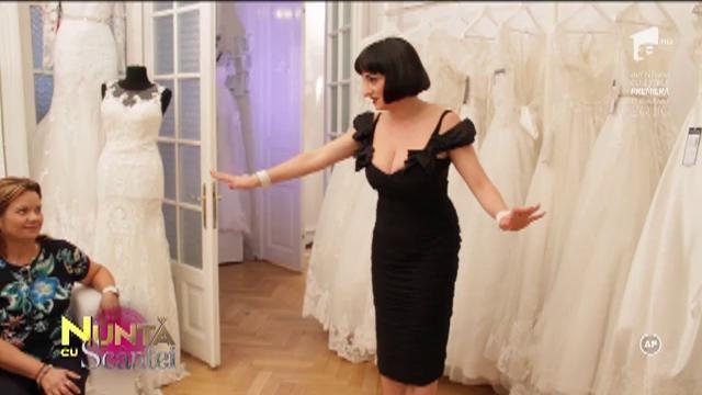 """Alegeare rochiei de mireasă s-a lăsat cu scandal. Ionela, dezmăgită de alegerea mamei: """"Răspunsul este NU. Așa NU"""""""