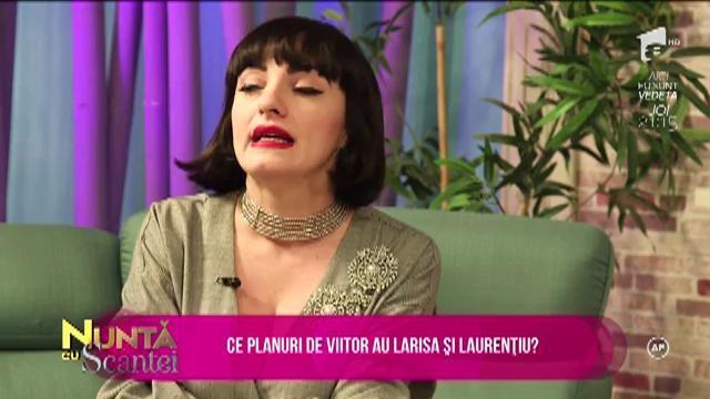 Laurențiu și Larisa vorbesc despre nuntă și despre planurile de viitor. Cei doi își doresc o nuntă simplă
