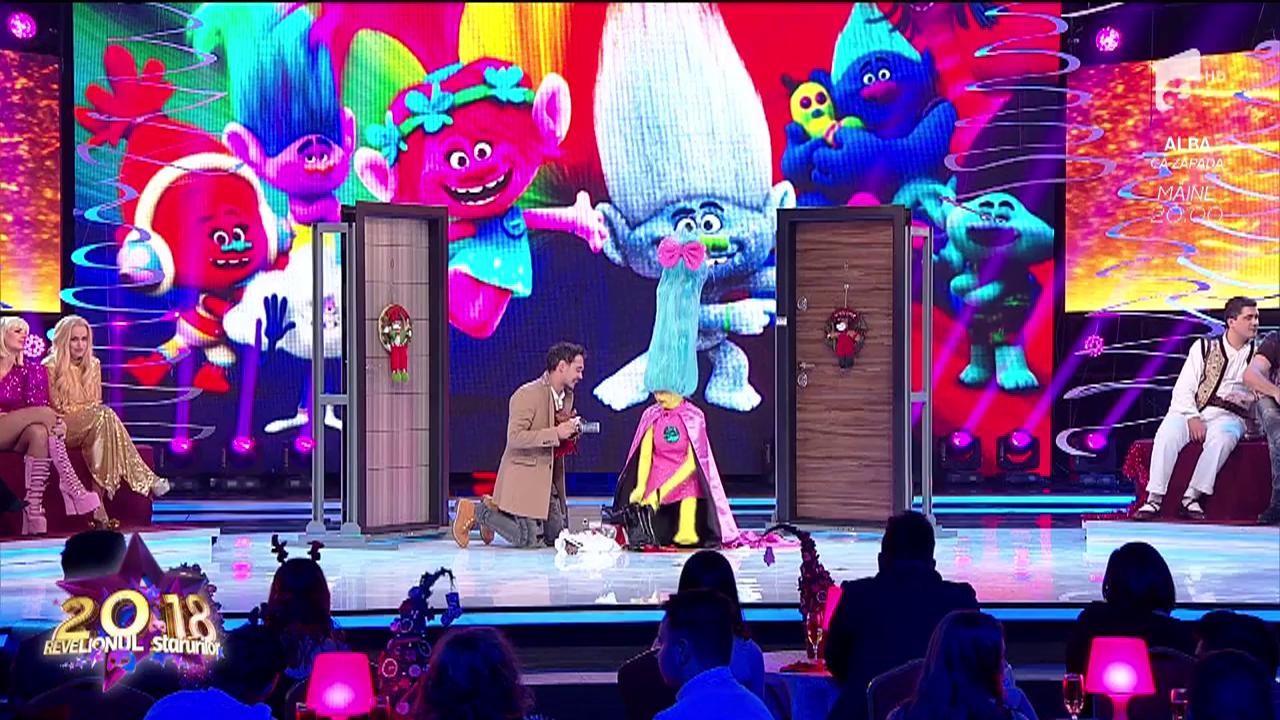 """Au potrivit-o de minune! Lidia Buble a fost """"Troll-ul"""" perfect la Revelionul Starurilor 2018, alături de Răzvan Simion"""
