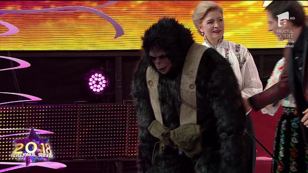 """Recunoşti vedeta din spatele măştii? """"Planeta Maimuțelor"""" a avut un Caesar celebru la Revelionul Starurilor 2018"""
