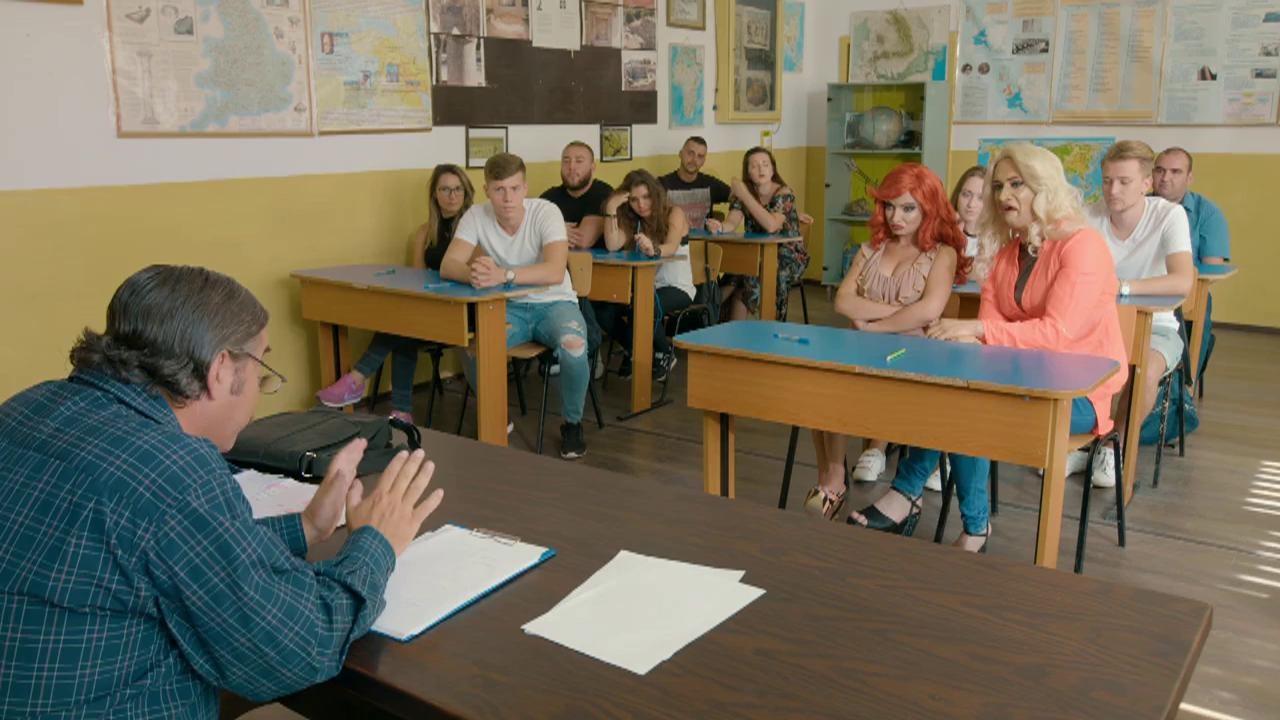 Credeați că sistemul de învățământ românesc e bolnav? Nu vă mai agitați... Elevele care pleacă în timpul orei contra studenții care fentează facultatea