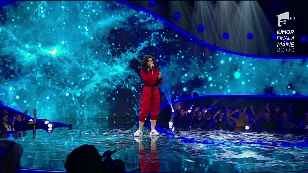 """Nu se lasă! Mică și ambițioasă, Erika Isac, fostă concurentă la X Factor, vrea să rupă gura târgului la The Four și să ocupe un scaun: """"Vin după voi!"""""""