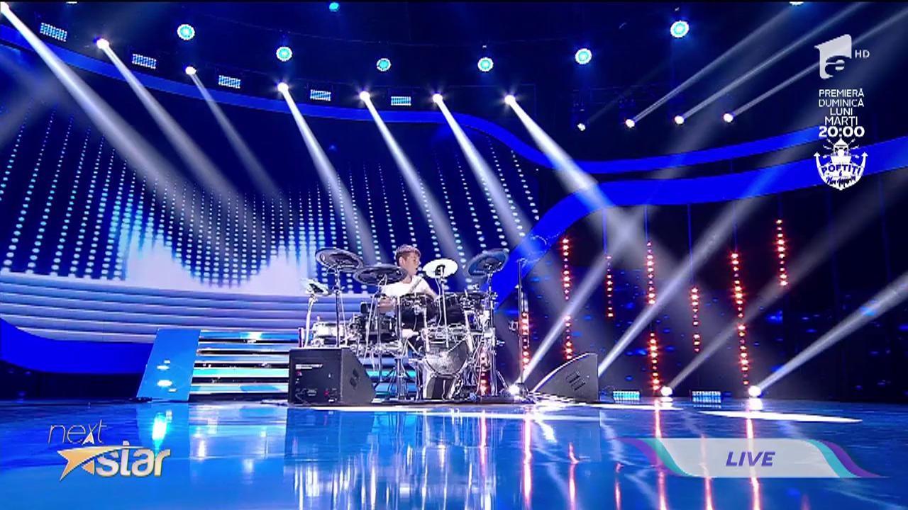 """DaviN, fiul lui Călin Geambașu, muzică și dans pe scena """"Next Star"""""""