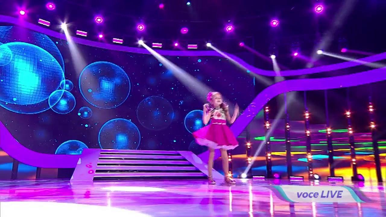 """Nu ai cum să scapi necucerit! Evelina Rusu, o fetiță în vârstă de 5 ani, a topit inimi pe scena """"Next Star"""""""