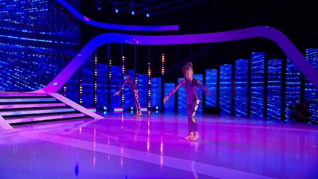 """Câtă grație! Ale și Bea, număr senzațional de acro dance pe scena """"Next Star"""""""