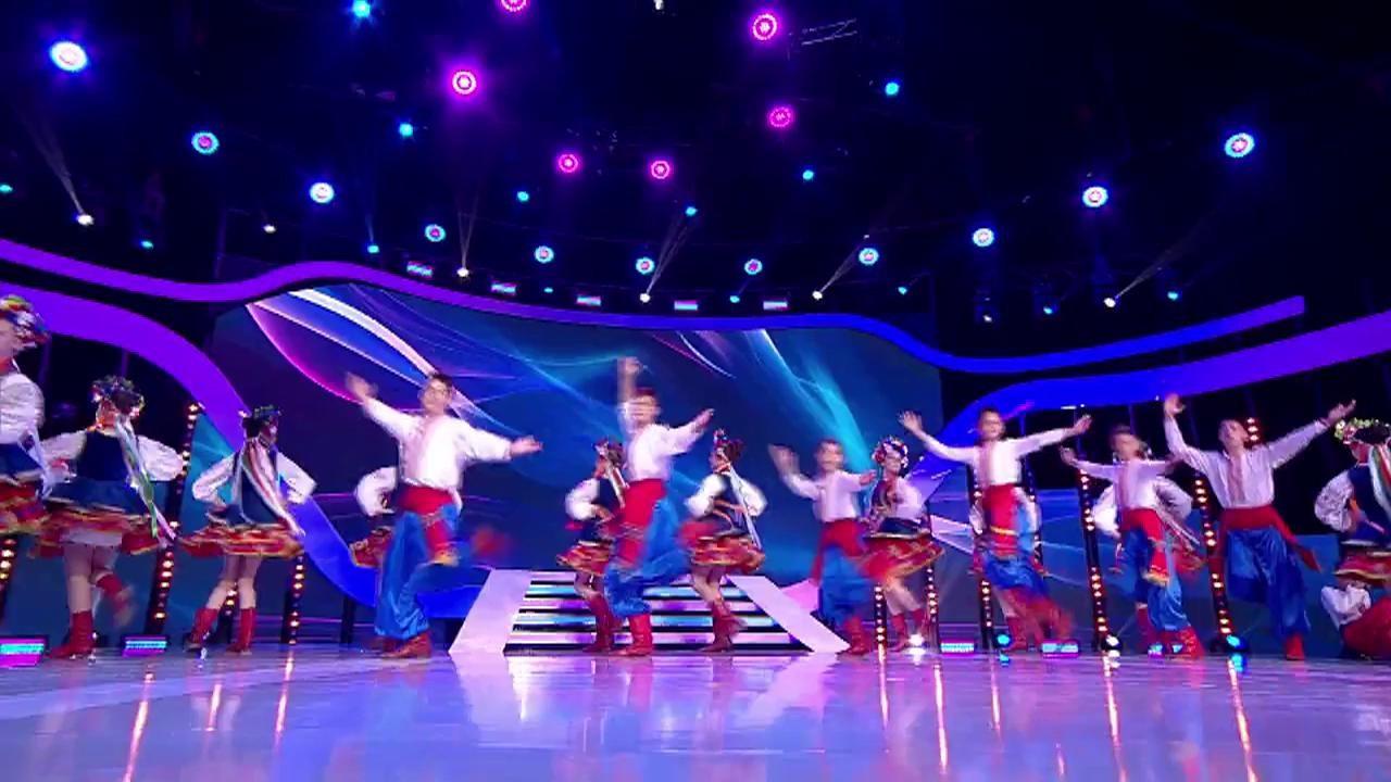 """Explozie de culoare și veselie la """"Next Star"""". Trupa Kozaciok a impresionat cu dansuri populare ucrainiene. Juriul s-a ridicat în picioare"""