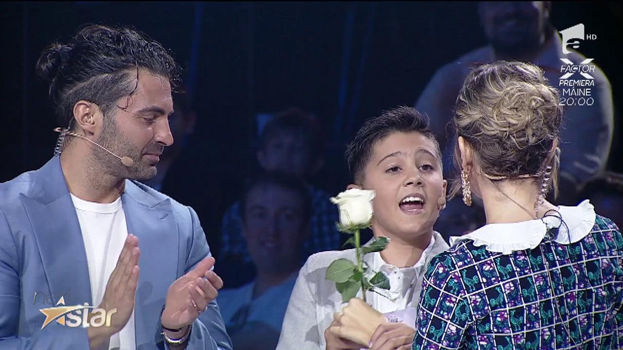 """Lidia Buble face cuceriri la """"Next Star""""! A primit un trandafir și un număr de telefon"""