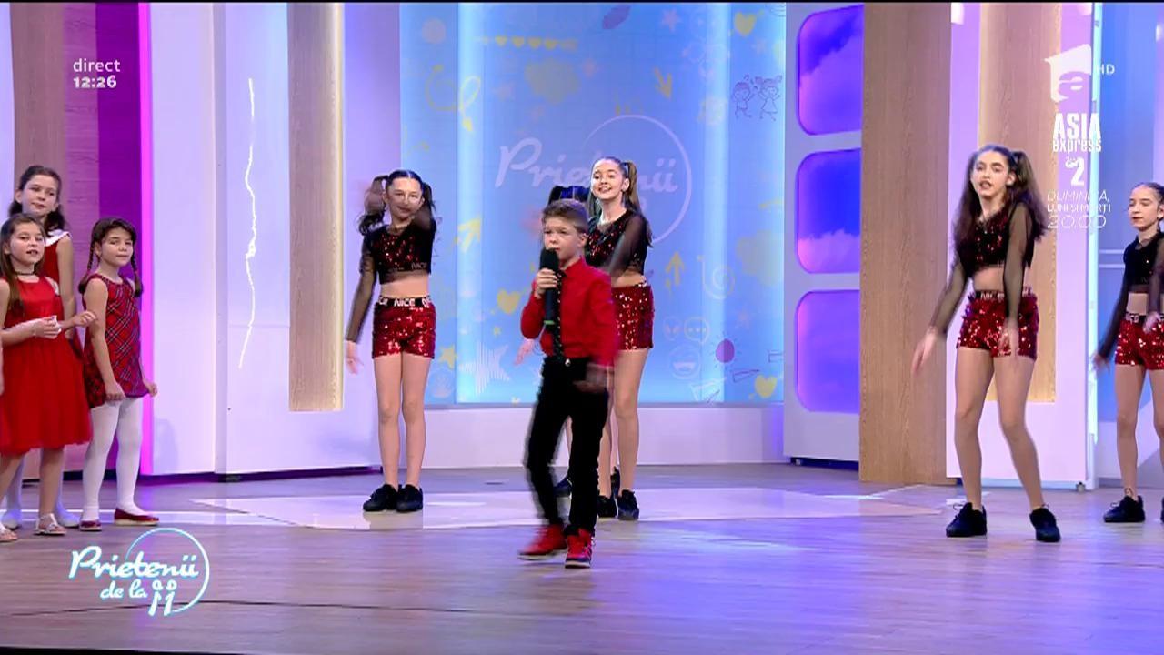 """Andreas Maxer şi trupa Friendship Jr. cântă piesa """"Tu, mama!"""""""