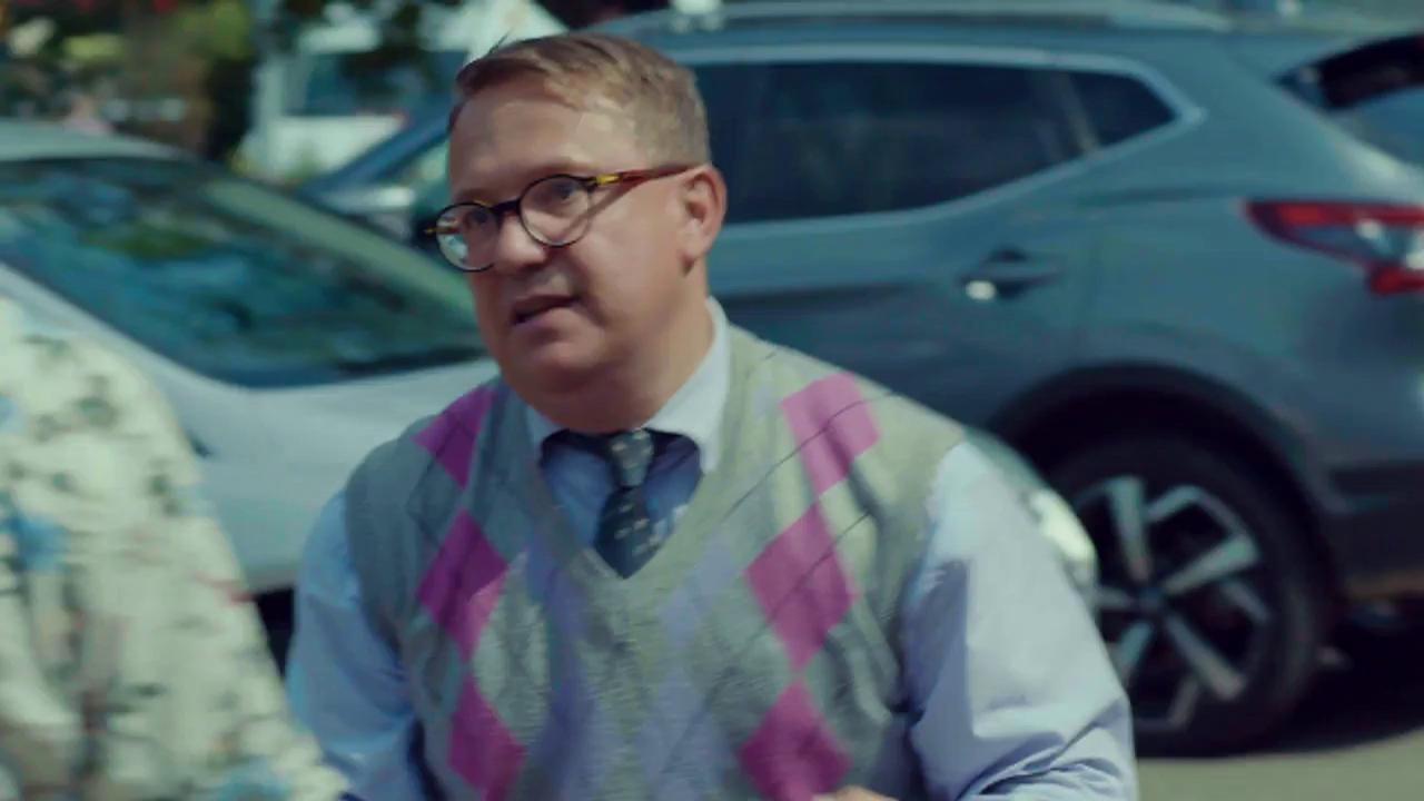 Executat silit de banca, Ducu Popescu își pierde mașina: Am vândut-o. - Cum!? - E gratis! Mă rog, doar 300 de lei. I-am scos deja din... - Păi, n-avem... - N-aveați... V-am pus poprire!