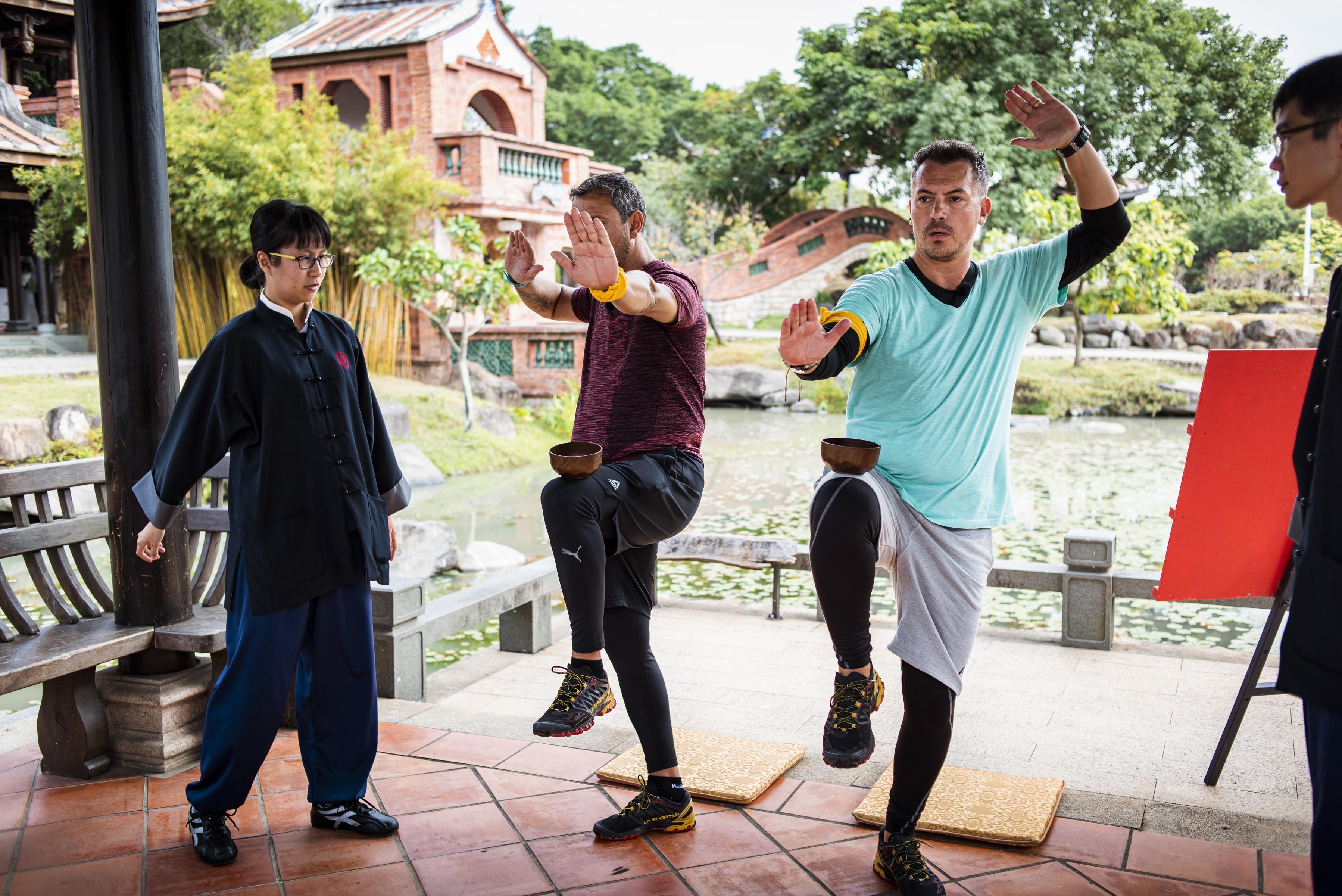 """Echipele finaliste trebuie să memoreze mai multe mişcări de Wushu! """"Fodor, n-ai zis că eşti Jackie Chan şi ai şapte ani de ninja?"""""""
