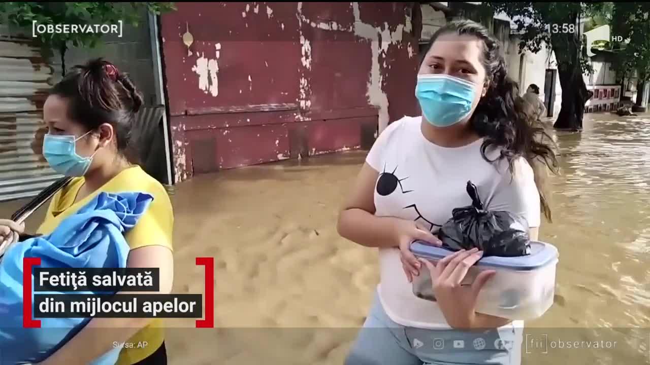 Fetiţă salvată din mijlocul apelor, în Honduras