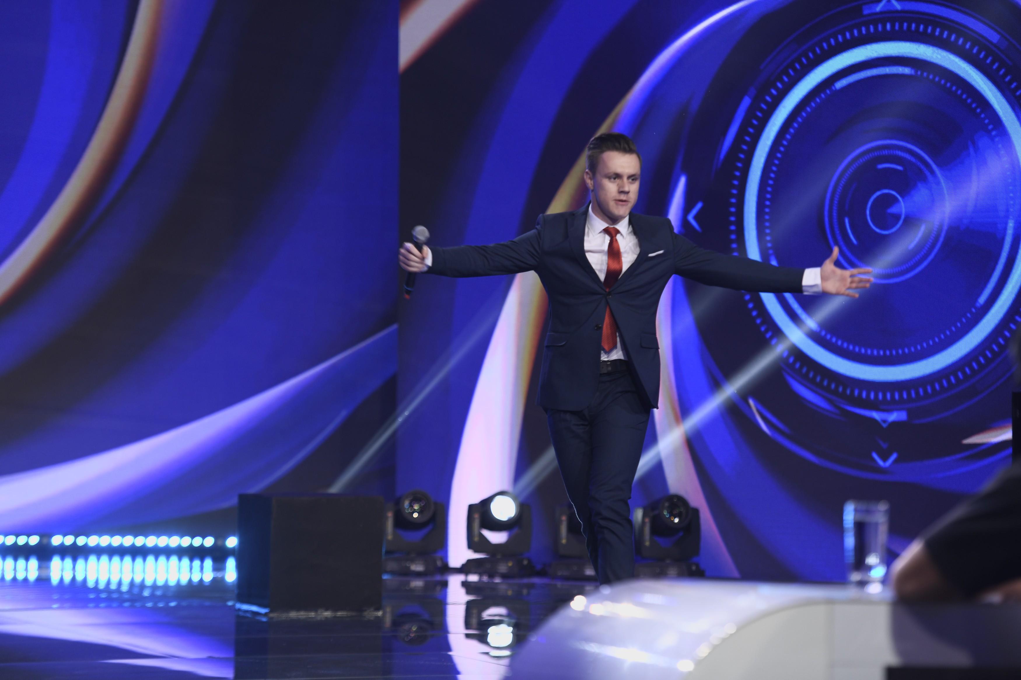 Semifinala iUmor 2020: Mihai Lucacs, un nou număr de stand up comedy