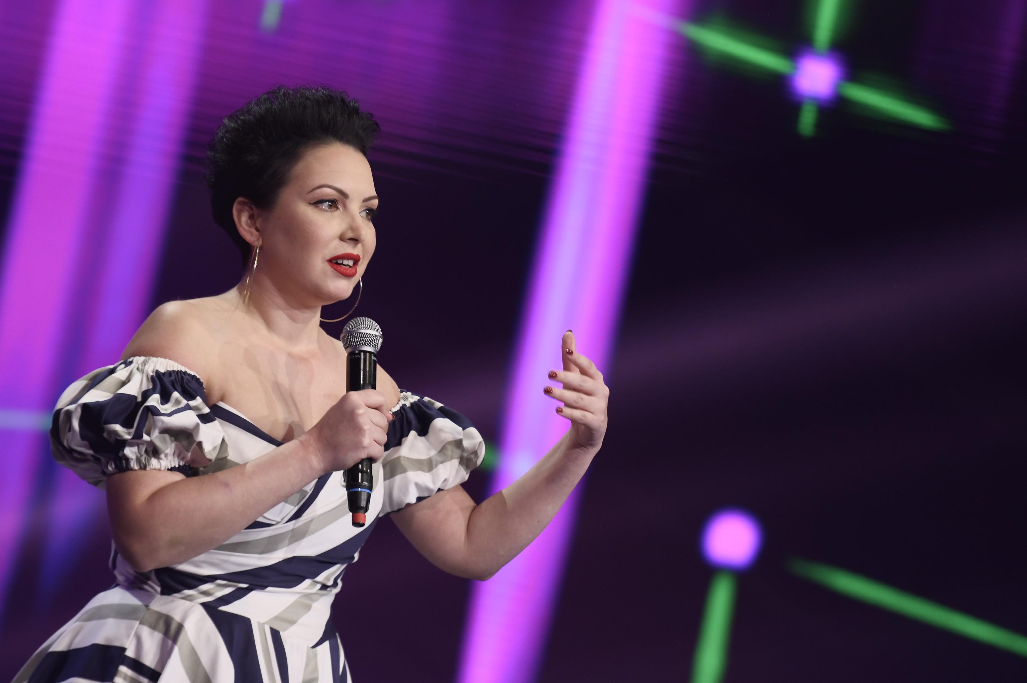Semifinala iUmor 2020: Ela Voineag, despre viața de femeie singură