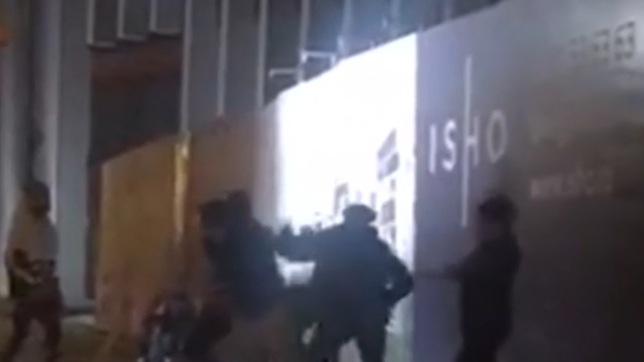 Mai mulţi tineri s-au bătut ca în filme, în apropierea unei secţii de Poliţie din Timişoara