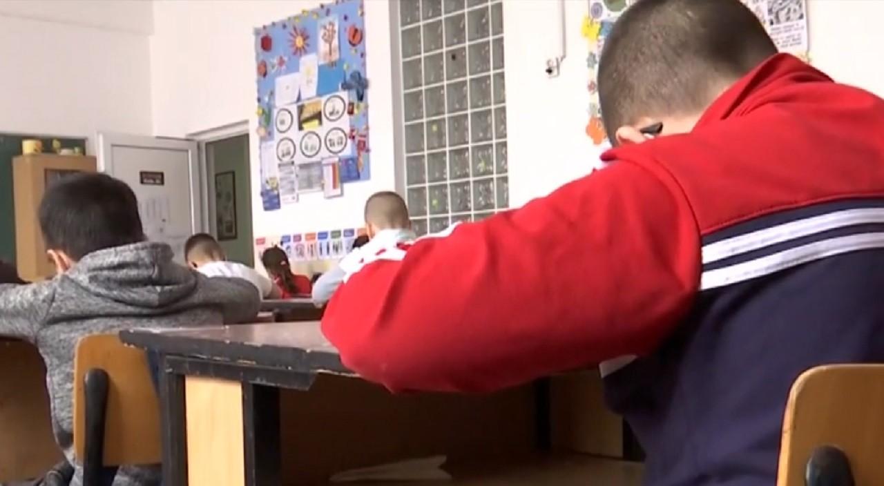Elevii din București, înapoi în scenariul hibrid: Jumătate de la şcoală, jumătate online