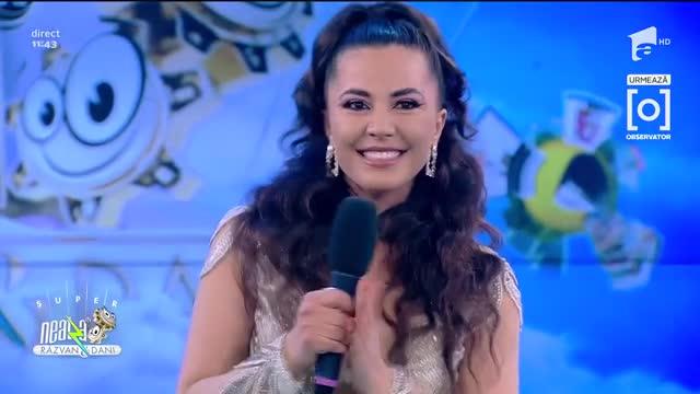 Ionela Guzic face spectacol în platoul de la Neatza, cu câteva piese de muzică populară