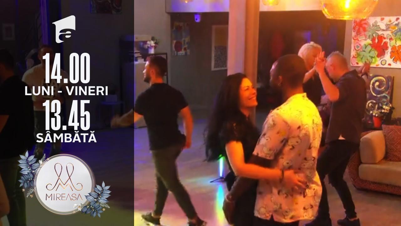 Distracție cu dans în casa Mireasa. Cuplurile care și-are reînnoit jurămintele de iubire