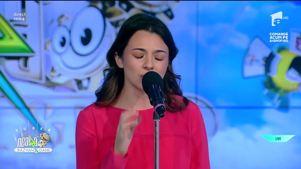 """Laura Bretan cântă LIVE melodia """"Wide Awake"""""""