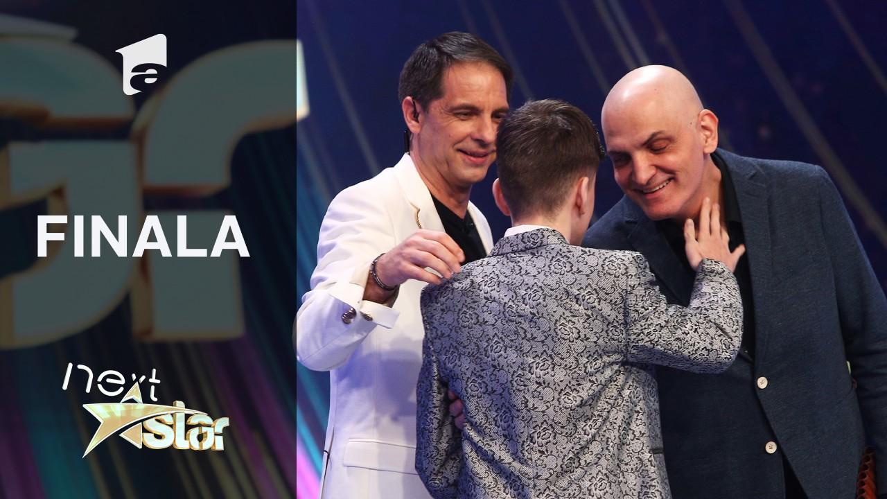 Finala Next Star - Sezonul 10: Amir Bălteanu cântă la pian în duet cu Damian Drăghici