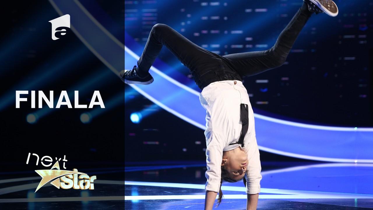 Finala Next Star - Sezonul 10: Carla Munteanu prezintă un moment de dans contemporan și acrobatic